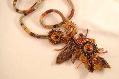 Beadwoven collar de cristal de los girasoles y las hojas CloesCloset
