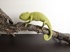 Green Chameleon – Needle Felted Miniature