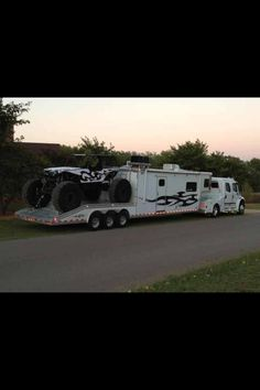 Awesome 4x4 four wheeling rig...