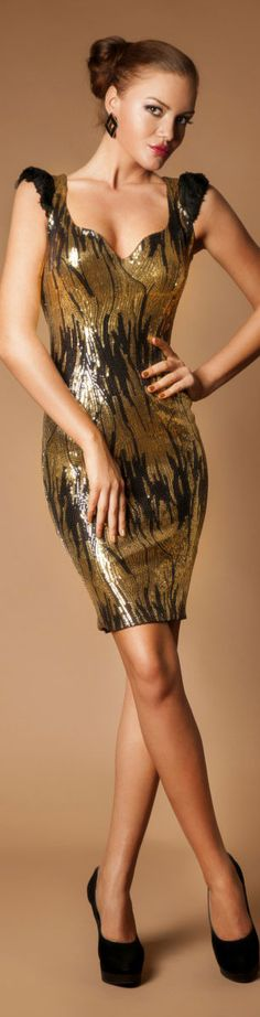 Rochie de Ocazie Cristallini Limited Edition try not to steal the spotlight at the wedding. Beautiful Gowns, Beautiful Outfits, Gold Fashion, Womens Fashion, Ladies Fashion, Short Dresses, Formal Dresses, Fashion Show, Dress Fashion