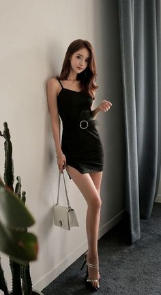 You think you can afford me? Oriental Fashion, Asian Fashion, Girl Fashion, Beautiful Asian Women, Sexy Asian Girls, Sexy Legs, Asian Woman, Beauty Women, Asian Beauty