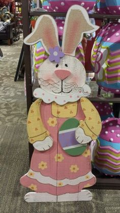 Very tall wood craft. Easter Rabbit or Bunny. Easter Projects, Easter Crafts For Kids, Summer Crafts, Holiday Crafts, Rustic Crafts, Country Crafts, Wooden Crafts, Diy Ostern, Distressed Wood