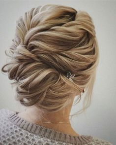 10 Chignon rolls for every occasion – the best buns of the new season! – Latest hairstyles The latest Chignon rolls are in style and color very different from everything we have seen so. Wedding Hairstyles For Long Hair, Fancy Hairstyles, Wedding Hair And Makeup, Bride Hairstyles, Bridal Hair, Hair Makeup, Hair Wedding, Hairstyle Ideas, Beehive Hairstyle