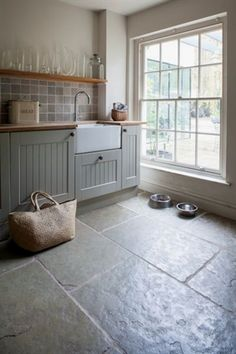 slate flooring Slate kitchen flooring may be your answer to durability, beauty, and style Diy Kitchen, Kitchen Dining, Kitchen Decor, Stone Kitchen Floor, Kitchen Floor Tiles, Slate Kitchen Floors, Best Flooring For Kitchen, Country Kitchen Flooring, Kitchen Sink