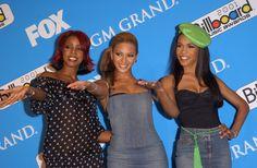 Beyonce Knowles Photos - THE 2001 BILLBOARD MUSIC AWARDS. MGM GRAND HOTEL, LAS VEGAS, NEVADA. DECEMBER 04 2001. - 2001 Billboard Music Awards - press room