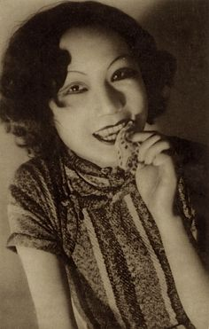 http://mum6869.tumblr.com/post/20217642310/softfilm-shanghai-actress-ca-1930s-i-also