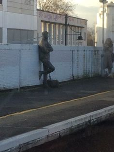 I can't tell if this is a street performer or a statue. I saw him on the train on the way to Dulwich.