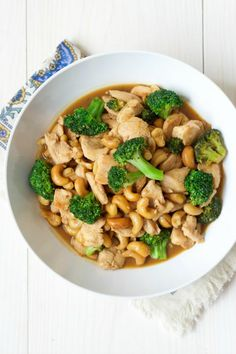 STYLECASTER | 10-Ingredient Dinners | One Pan Broccoli Cashew Chicken