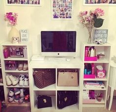 I like the arrangement.... Maybe not the cubes under the computer though. That would bug me☯☽♡focus on me♡ >>pinterest<< ⓜⓐⓓⓘⓢⓞⓝ♡