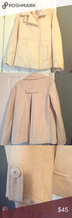 Gorgeous cream coat by Shaver Lake Outerwear sz M Gorgeous cream coat by Shaver Lake Outerwear size Medium in great condition. Fully lined with gorgeous detailing throughout. 2 pockets on front, pleat in the back, angled sleeves with buttons, and gorgeous collar detailing for a sophisticated look. 80% wool, 15% polyester, 5% other. Extra button on inside. Shaver Lake Outerwear  Jackets & Coats Pea Coats