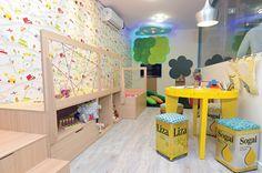 Paredes coloridas e alegres compõem o espaço dedicado à Brinquedoteca criada por Fabiana Tonini e Gisele Lopes. Mostra Morar Mais por Menos 2013, em Vitória.