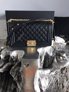 NWT CHANEL Black Caviar MEDIUM Boy Bag GOLD 2018 Crossbody NEW RARE CLASSIC FLAP #CHANEL #Crossbody Vanity Bag, Mini Makeup, Gold 2018, Luxury Marketing, Chain Shoulder Bag, Black Quilt, Chanel Black, Chanel Handbags, Lambskin Leather
