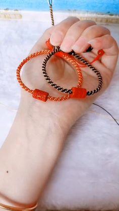 Diy Bracelets Easy, Braided Bracelets, Friendship Bracelets, Rakhi Making, Diy Jewelry, Jewelry Making, Sliding Knot, Beads, Earrings
