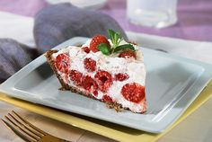Fold thickened raspberries into whipped cream to fill a pecan crust in this simple yet tasty raspberry cream pie. Chill and serve, you won't be disappointed. Fresh Raspberry Recipes, Raspberry Cream Pies, Strawberry Desserts, Pie Dessert, Dessert Recipes, Ww Recipes, Free Recipes, Dinner Recipes, Kitchens
