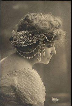 ~Vintage Pearl Headdress~