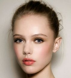 How to Do Natural Eye Makeup for Blue Eyes