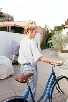 Urban Outfitters - Blog - About A Girl: Kourtney Jackson: mom jeans + oversized shirt