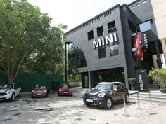 British car maker Mini has finally start's it's first showroom in Indian market. The newly unveiled BMW MINI outlet is spread across an area of 5,000 sq ft and is located in Vasant Kunj, New Delhi.