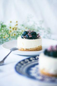 Recette cheesecake sans cuisson vanille et myrtille avec une base de palet breton maison. French Food blog cuisine Dollyjessy.