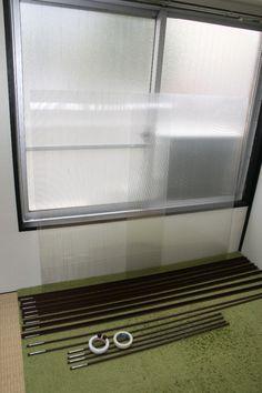 【賃貸OK】DIYで窓を断熱!ポリカーボネートを材料に1万円以下で二重窓を作ってみた♪|LIMIA (リミア) Decor, Home Decor, Roman Shade Curtain, Curtains