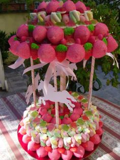 Tarta de chuches - Candy cake - Gâteau de bonbons - Snoeptaart - #gominolas #golosinas Cupcakes, Cupcake Cakes, Candy Theme Birthday Party, Carousel Cake, Bar A Bonbon, Sweet Trees, Candy Art, Candy Cakes, Candy Bouquet