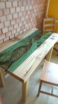 Csomoros szilfa asztal