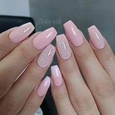 Need some wedding nails inspiration? Here you will find the best nail ideas for your wedding day from simple nail designs to glam. Pink Glitter Nails, Pink Ombre Nails, Sparkle Nails, Cute Acrylic Nails, Cute Nails, Pretty Nails, Ongles En Gel Rose Pale, Perfect Nails, Gorgeous Nails