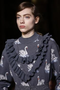 Stella McCartney Fall 2016 Ready-to-Wear Fashion Show Details