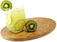 TEQUIRINHA   50ml de tequila Sauza, 1 colher de sopa açúcar, 1 Kiwi  e um copo baixo. Modo de preparo: Na coqueteleira, coloque todos os ingredientes. Misture e sirva em copo baixo e largo, com pedaços de kiwi.