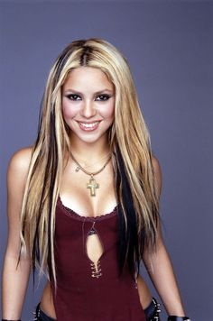 Shakira: BTW I luv her hair, did I mention that, I think not. Shakira Hair, Shakira Style, Shakira Mebarak, Hair Streaks, Going Blonde, Barbie, Girly, Celebrity Wallpapers, Hollywood Celebrities