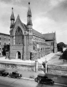 St Stephen's Cathedral on Elizabeth St,Brisbane,Queensland (year unknown). Brisbane Cbd, Brisbane Queensland, Queensland Australia, Melbourne Australia, Old Photos, Vintage Photos, Ipswich Qld, Aussie Australia, Elizabeth Street