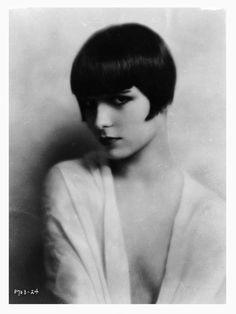 Louise Brooks sexy pose 1920's