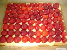 Food Art, Raspberry, Valentines Day, Deserts, Sweets, Pie, Valentine's Day Diy, Gummi Candy, Candy