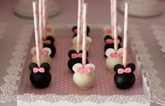 Minnie and Mickey Mouse cake pops! Minnie Mouse Rosa, Minnie Mouse Theme, Mickey Mouse Cake, Mickey Cakes, Minnie Maus Cake Pops, Bolo Minnie, Mini Mouse Cake Pops, Disney Cake Pops, Minnie Birthday