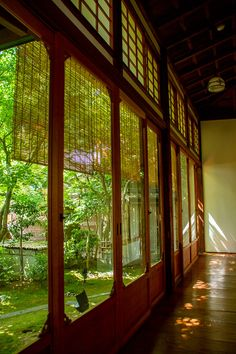 Inside of Entoku-in temple, Kyoto Japanese Architecture, Interior Architecture, Future House, My House, Japanese Interior, Through The Window, Japanese House, Interior Exterior, Indoor Outdoor Living