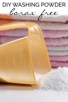 Washing powder recipe which will save you money, reduce the chemicals in the home and still keep your clothes looking clean and smelling fresh. Laundry Detergent Recipe, Powder Laundry Detergent, Washing Detergent, Cleaning Recipes, Cleaning Hacks, Soap Recipes, Homemade Washing Powder, Limpieza Natural, Chemical Free Cleaning