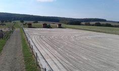 Projekt Idstein 22-09-2016  Bei der Reitsportgemeinschaft Heftrich 1970 e.V. haben wir die Sanierung des Longierzirkels und des Reitplatzes 25x65m ausgeführt.