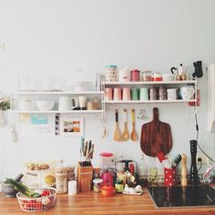 srting shelf in the kitchen, string regal, pic by annmeer via solebich.de