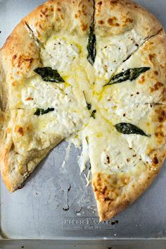 The BEST white pizza you will ever make! Made with store-bought dough, shredded mozzarella cheese, ricotta cheese, and pecorino romano cheese, this pizza is super simple to make and will be best addition to your weeknight dinners. Pizza Recipes, Vegetarian Recipes, Dinner Recipes, Cooking Recipes, Healthy Recipes, Pizza Bianca, Bbq Chicken Pizza, I Love Food, Good Food