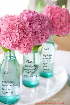 pink hydrangea - Love these flowers! Would also be cute in a solid white vase. Fresh Flowers, Pretty In Pink, Pink Flowers, Beautiful Flowers, Simple Flowers, Draw Flowers, Flowers Vase, Colorful Roses, Bouquet Flowers