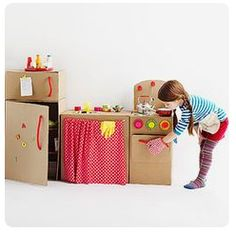 5 cool kids toys you can make of cardboard boxes - DIY cardboard box play kitchen Cardboard Kitchen, Cardboard Box Crafts, Cardboard Toys, Diy For Kids, Crafts For Kids, Carton Diy, Diy Karton, Best Kids Toys, Toy Craft