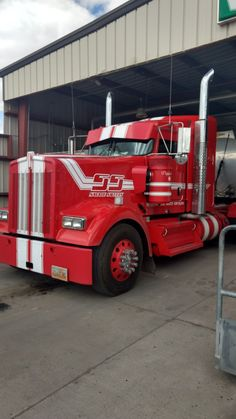 Seen this KW at the Sinclair  load rack. Sinclair, Wyoming.