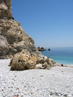 White pebble beach
