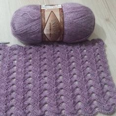 No photo description available. Crochet Throw Pattern, Gilet Crochet, Crochet Baby Hats, Crochet Shawl, Knitted Baby, Diy Crafts Knitting, Diy Crafts Crochet, Easy Knitting Patterns, Knitting Stitches