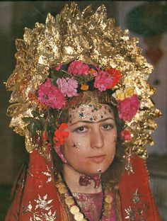 Traditional bridal headgear from the Karaburun district of Izmir.  Picture taken in the 1980s. The 'golden crown' (called 'gelin çalısı') is made of gold leaf.  (Source: Sabiha Tansuğ).