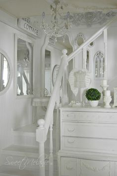 ~Sweet Melanie~: Fixing the Stairwell into Shabby Chic Stairs