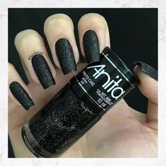 "If you're unfamiliar with nail trends and you hear the words ""coffin nails,"" what comes to mind? It's not nails with coffins drawn on them. It's long nails with a square tip, and the look has. Matte Nails, Black Nails, Matte Black, Matte Makeup, Black Art, Perfect Nails, Gorgeous Nails, Glitter Toes, Black Glitter"