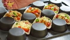 Turn your muffin pan and make these fun mexican mini bites. For me yet . Snacks Für Party, Easy Snacks, Easy Meals, I Love Food, Good Food, Yummy Food, Appetizer Recipes, Snack Recipes, Fingerfood Party