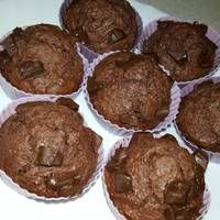 Kókuszos csokis muffin Muffins, Cookies, Chocolate, Breakfast, Food, Biscuits, Morning Coffee, Meal, Schokolade