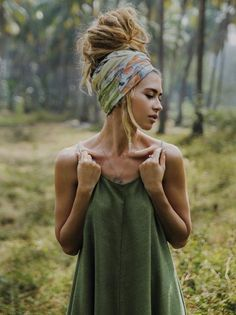 need longer hair for it to get that big, but i dream/ bandana-scarf and tank perfect. need longer hair for it to get that big, but i dream/ bandana-scarf and tank perfect. Dreadlock Hairstyles, Scarf Hairstyles, Hippie Headband Hairstyles, Gypsy Hairstyles, Mode Turban, Hair Turban, Mode Hippie, Hippie Hair, Hippie Dreads